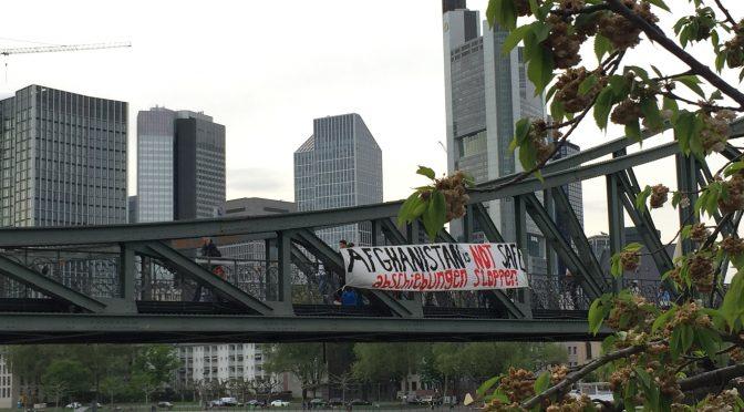 Protest in Frankfurt gegen Sammelabschiebung nach Afghanistan